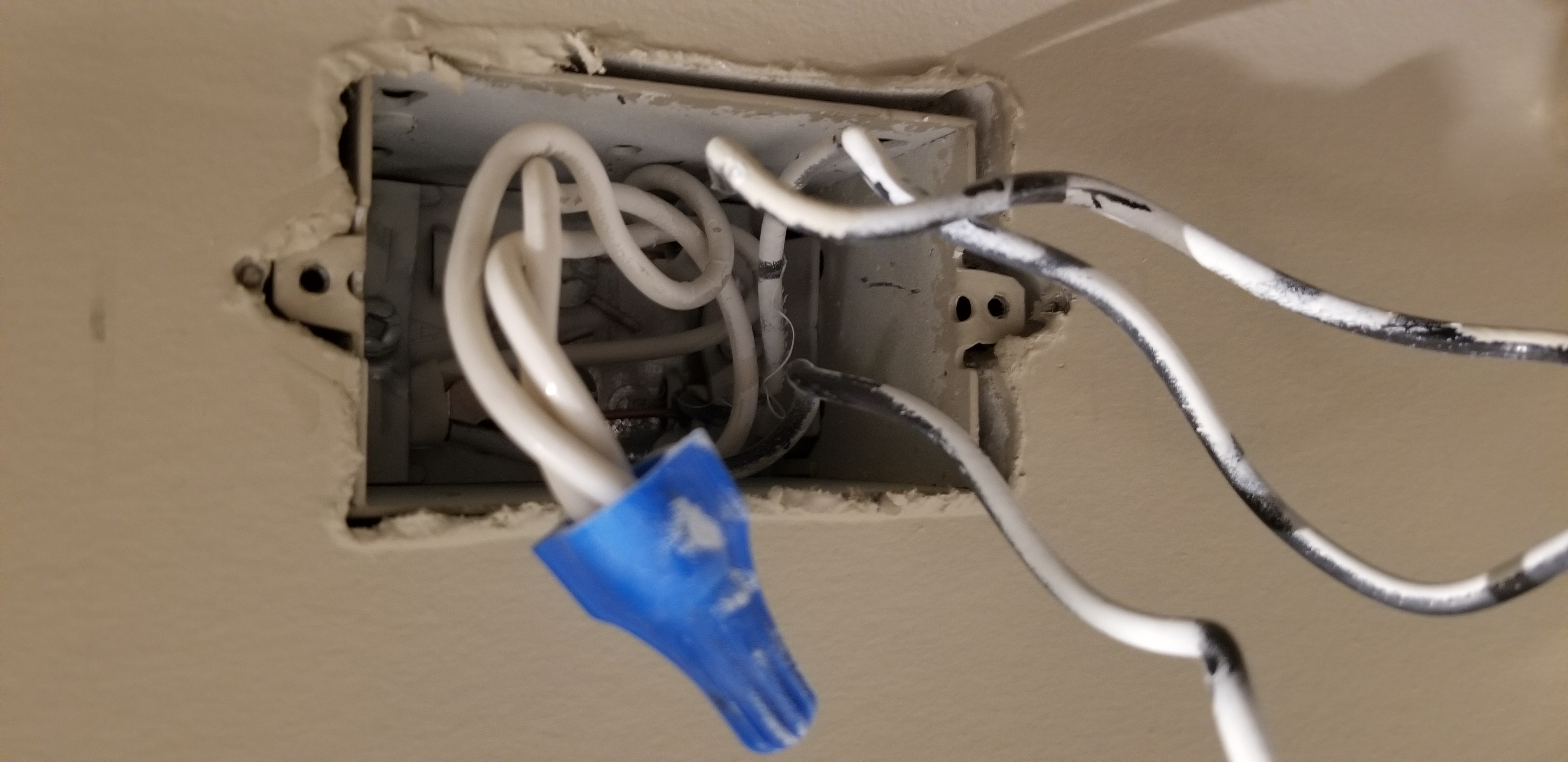 Installing Hs200 For A Single Pole Light Switch With 3 Black Wires